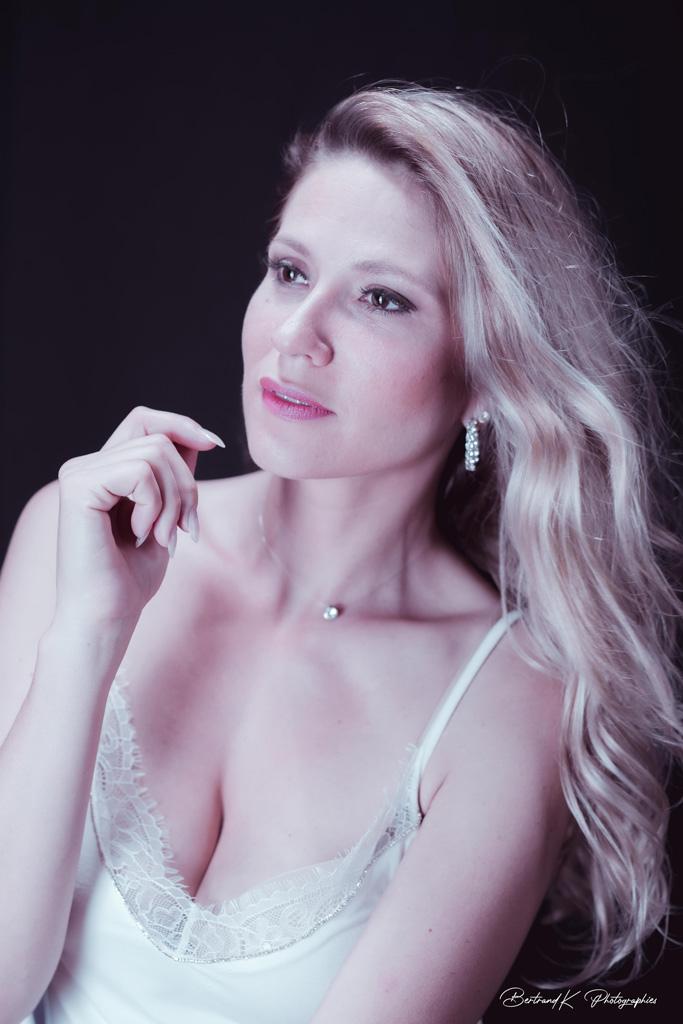 femme blonde effet vintage